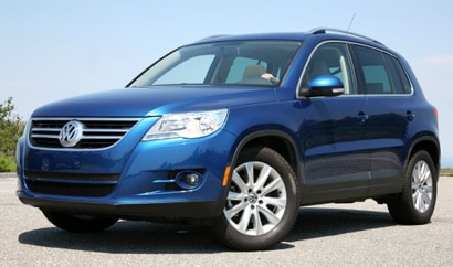 A three-quarter front view of a blue 2009 Volkswagen Tiguan