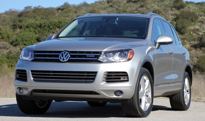 A three-quarter front view of a 2011 Volkswagen Touareg Hybrid