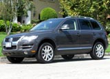 A three-quarter front view of a 2008 Volkswagen Touareg 2 V10 TDI