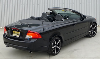 A three-quarter rear view of a 2012 Volvo C70 Inscription