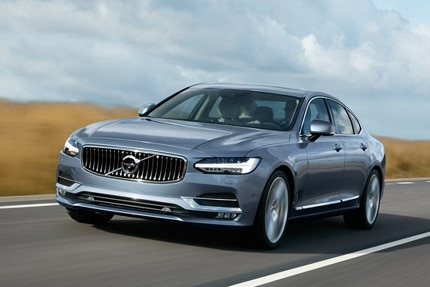 A three-quarter front view of the 2016 Volvo S90