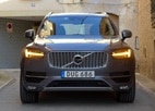 A front view of the 2016 Volvo XC90 T6 AWD, GAYOT's March Car of the Month