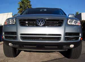 A front view of a 2004 Volkswagen Touareg