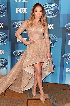 Jennifer Lopez dons Le Vian diamond rings at the American Idol finale