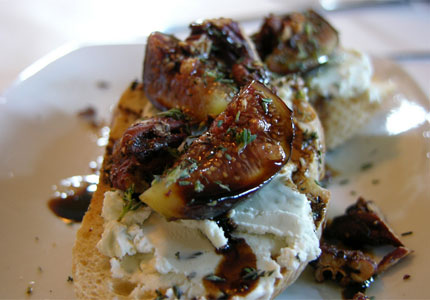 Fig bruschetta (image by Flickr user Nancy)
