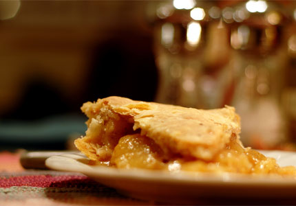 An all-American favorite: apple pie (image by Flickr user Luigi Anzivino)