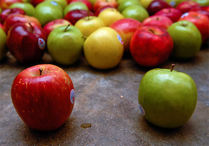 Apples pack four grams of fiber per medium fruit (image by Flickr user msr)