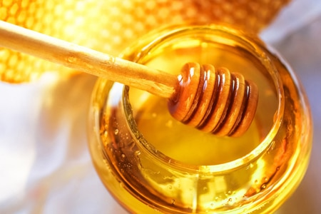 Honey fights bacteria and soothes inflammation