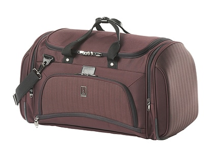 The Travelpro Platinum 7 Soft Duffel Bag features an ergonomically designed shoulder strap