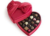 One of GAYOT's Top 10 Romantic Gifts, Godiva's 2014 Keepsake Heart contains limited-edition, heart-shaped chocolates