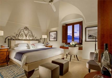 A guest room at Monastero Santa Rosa in Italy