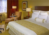 A guest room at the Hilton Chicago/Oak Brook Hills Resort & Conference Center