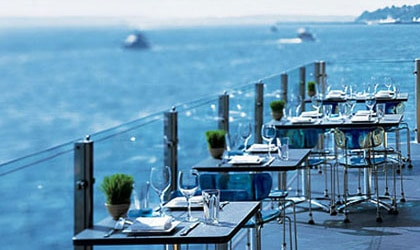 Outdoor dining at The Edgewater in Seattle, Washington, one of our Top 10 Brunch Hotels in the US