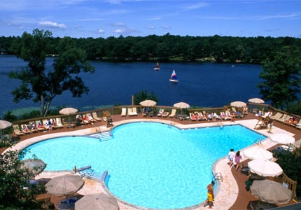 Woodloch Pines Resort in Pennsylvania, one of GAYOT's top family hotels