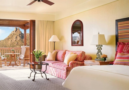 A guest room at Four Seasons Resort Scottsdale at Troon North, one of GAYOT's top-rated hotels in Phoenix/Scottsdale, Arizona