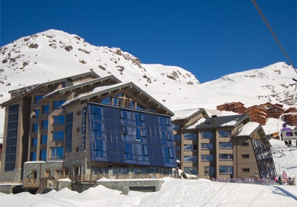 The snowy exterior of Altapura in Val Thorens