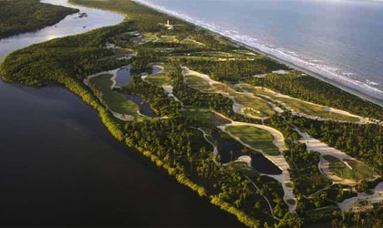 A bird's-eye-view of the golf course at the Hotel Transamérica Ilha de Comandatuba in Brazil