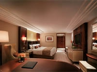 A luxurious guest room at Kowloon Shangri-La in Hong Kong