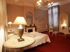 Room at Hotel des Trois Lys, Condom, FR