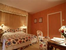Room at Le Centenaire, Les Eyzies de Tayac, FR