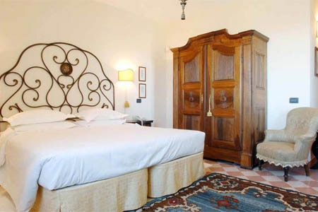 Room at Locanda del Pilone, Alba Cuneo, IT