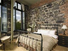 Room at Auberge du Vieux-Port, Montréal, QC