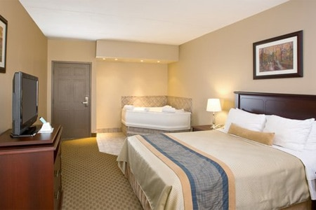 Room at BEST WESTERN PLUS Laval-Montreal, Laval, QC