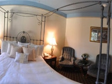 Room at Columbia Gorge Hotel, Hood River, OR