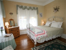 Room at Joseph Mattey House Bed & Breakfast, McMinnville, OR