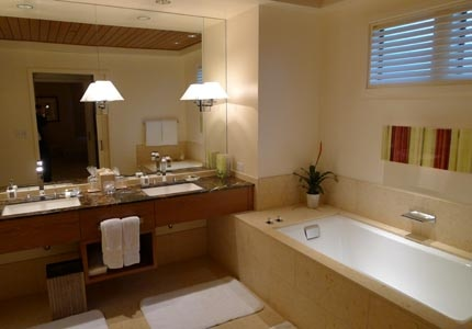 A spacious bathroom at Rosewood Sand Hill resort in Menlo Park, CA