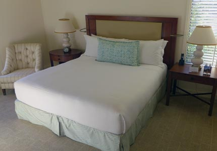A guest room at Rosewood Sand Hill resort in Menlo Park, CA