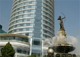 The St. Regis Mexico City, designed by renowned architect Cesar Pelli, and the Diana fountain