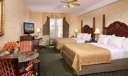 A guest room at Ayres Hotel Anaheim in California