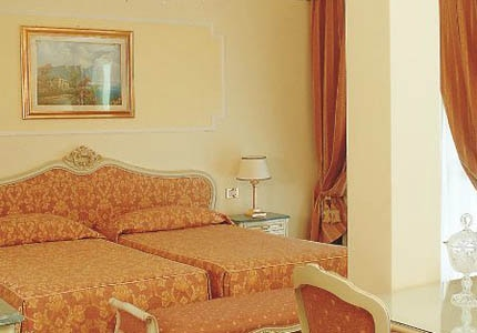 A guest room at Hotel Terme Due Torri in Italy