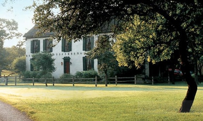 Settlers Crossing Bed & Breakfast provides accommodations within close range of many Texas Hill Country wineries