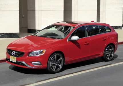 A three-quarter front view of the 2016 Volvo V60 T6 R-Design