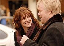 Laura Linney and Philip Seymour Hoffman in The Savages