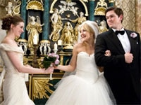 Kate Hudson, Anne Hathaway and Steve Howey in Bride Wars