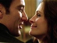 Clive Owen and Julia Roberts in Duplicity