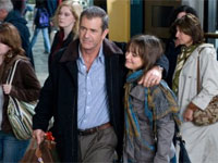 Mel Gibson and Bojana Novakovic in Edge of Darkness