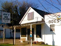 The exterior of Doe's Eat Place in Greenville, Mississippi