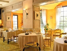 Dining room at Auberge de Noves, Noves, france