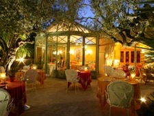Dining room at L'Olivier, Saint Tropez, france