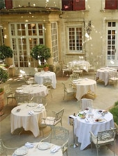 Dining room at La Vieille Fontaine, Avignon, france