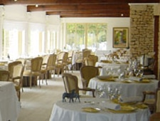 Dining room at Restaurant Xavier Mathieu, Joucas, france