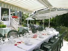 Dining room at Les Jardins de Giverny, Giverny, france