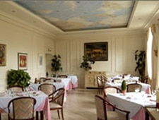Dining room at La Relais de la Hire, Francescas, france