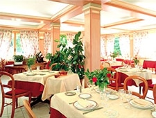 Dining room at La Terrasse, Meyronne, france
