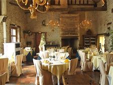 Dining room at Auberge La Lucarne aux Chouettes, Villeneuve-sur-Yonne, france