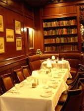 Dining room at Hy's Steak House, Honolulu, HI